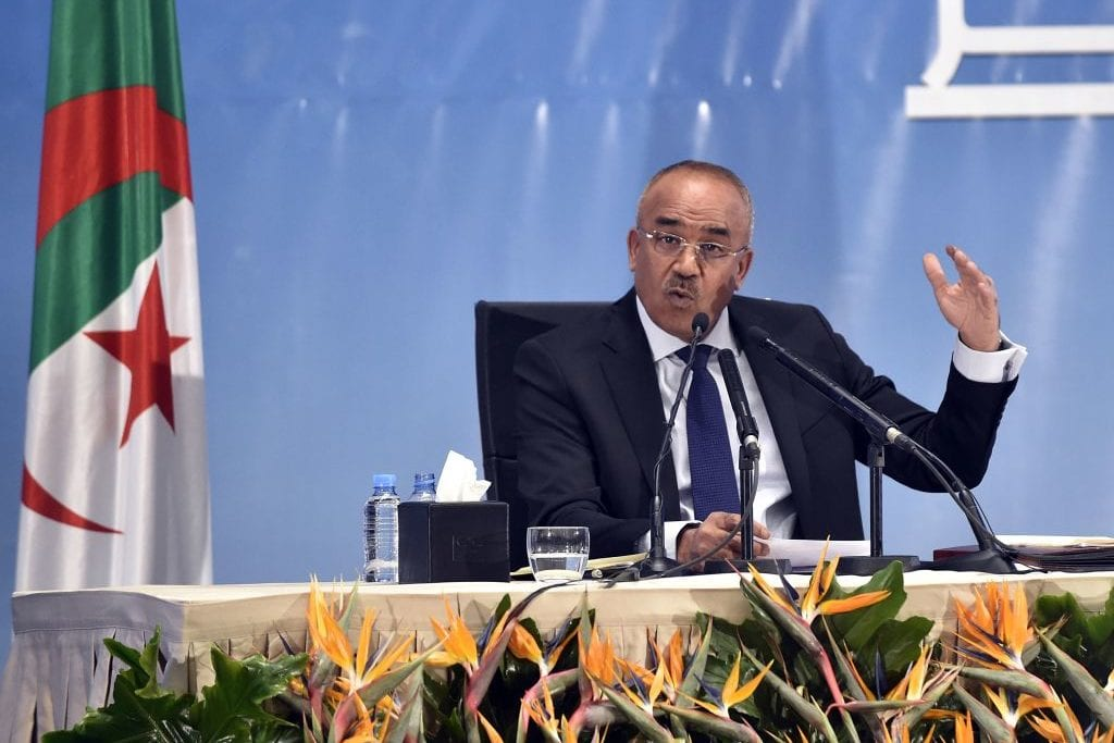 Algerian Interior Minister Noureddine Bedoui announces the results of local elections in the capital Algiers, on 24 November, 2017 [RYAD KRAMDI/AFP/Getty Images]