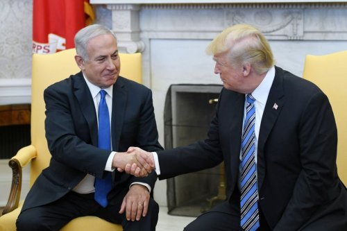 US President Donald Trump (R) shakes hands with Israel Prime Minister Benjamin Netanyahu as they meet in the Oval Office of the White House March 5, 2018 in Washington, DC. [Olivier Douliery-Pool/Getty Images]
