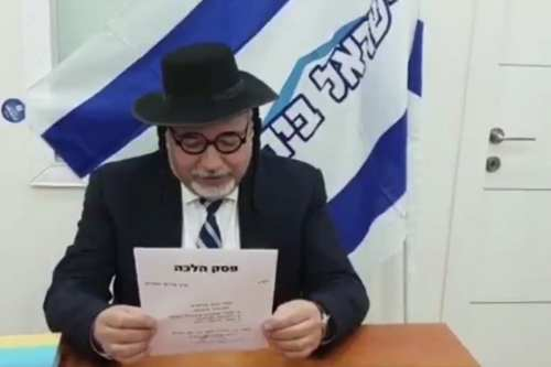 Israel's Former Defence Minister and head of the Yisrael Beiteinu party, Avigdor Lieberman, appears dressed in mock ultra-Orthodox attire on 21 March 2019