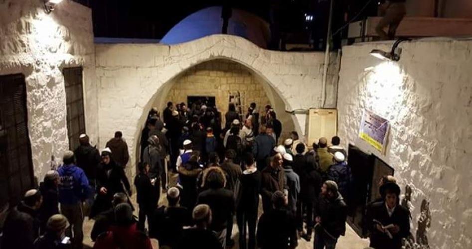 hundreds of Israeli settlers stormed Joseph's Tomb near Nablus