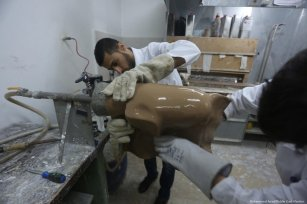 Prosthetic technicians make limbs for Gazans who have lost theirs while taking part in the Great March of Return [Mohammed Asad/Middle East Monitor]