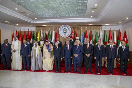 Lebanese President Michel Aoun (R), Yemeni President Abdrabbuh Mansur Hadi (2nd R), Egyptian President Abdel Fattah al-Sisi (3rd R), Iraqi President Barham Salih (4th R), Palestinian President Mahmoud Abbas (5th R), Jordanian King Abdullah II (6th R), Tunisian President Beji Caid Essebsi (7th L), Saudi Arabia's King Salman bin Abdulaziz (8th R), Emir of Qatar Sheikh Tamim bin Hamad Al Thani (2nd L) and President of Djibouti Ismail Omar Guelleh (R) pose for a family photo ahead of opening session within the 30th Arab League Summit in Tunis, Tunisia on March 31, 2019. [ Yassine Gaidi - Anadolu Agency ]