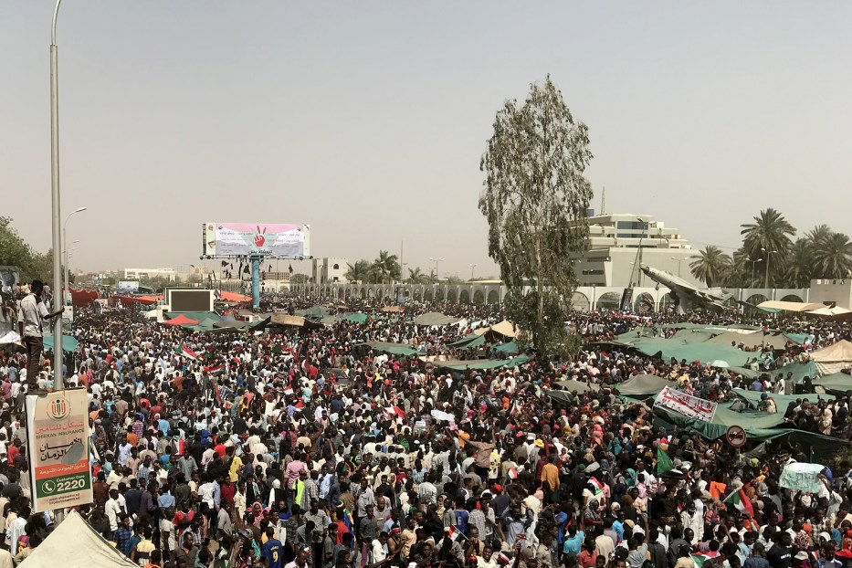 Thousands of Sudanese demonstrators continue demonstrations outside the military headquarters in Khartoum, Sudan on 11 April 2019. [Ömer Erdem - Anadolu Agency]