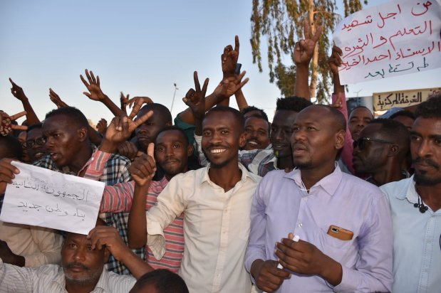 KHARTOUM, SUDAN - APRIL 21: Sudanese demonstrators gather in front of military headquarters during a demonstration after The Sudanese Professionals Association's (SPA) call, demanding a civilian transition government, in Khartoum, Sudan on April 21, 2019. ( Ömer Erdem - Anadolu Agency )
