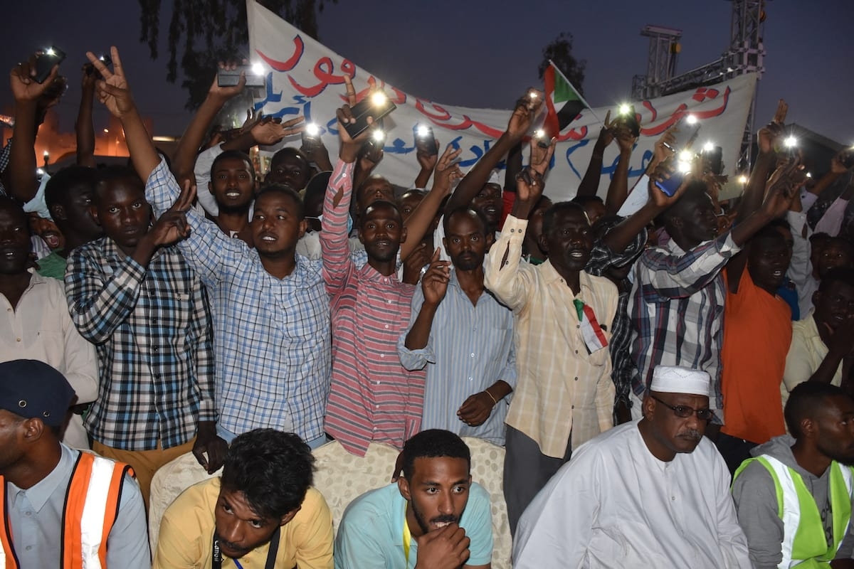 Sudanese demonstrators gather in front of the military headquarters demanding a civilian transition government, in Khartoum, Sudan on 21 April 2019 [Ömer Erdem/Anadolu Agency]