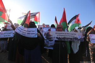 Hundreds of Palestinians flocked to theGaza-Israel buffer zone where they took part in ongoing anti-Israel demonstrations for the 53rd week in row on 12 April 2019 [Mohammed Asad/Middle East Monitor]