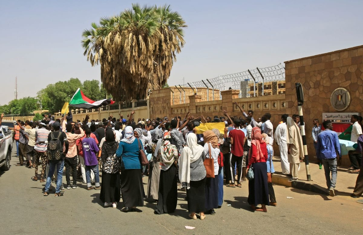 Sudanese rally outside the Egyptian embassy in the capital Khartoum, against Egypt's intervention in Sudan's political process, on 25 April 2019. [ASHRAF SHAZLY / AFP / Getty]