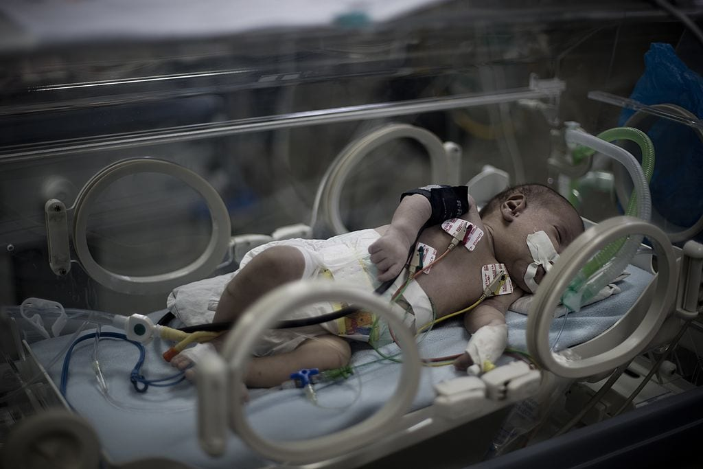 Baby in an incubator in a maternity ward [MAHMUD HAMS/AFP/Getty Images]
