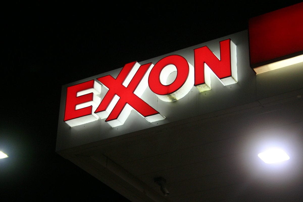 Exxon logo at a petrol station in the US [Brian Katt / Wikimedia]
