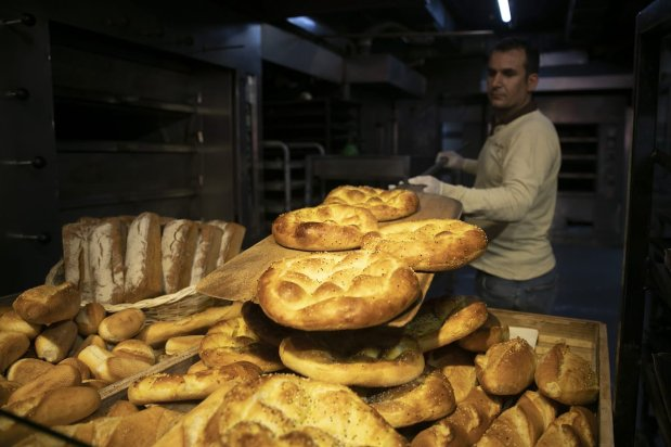 Freshly-baked Turkish Ramadan flatbreads are seen in a bakeshop in Ankara, Turkey on April 25, 2019. Bakeries having busy working days to provide ramadan pita because it is demanded more than anytime for Iftar dinners during the Muslims' holy fasting month of Ramadan. ( Gökhan Balcı - Anadolu Agency )