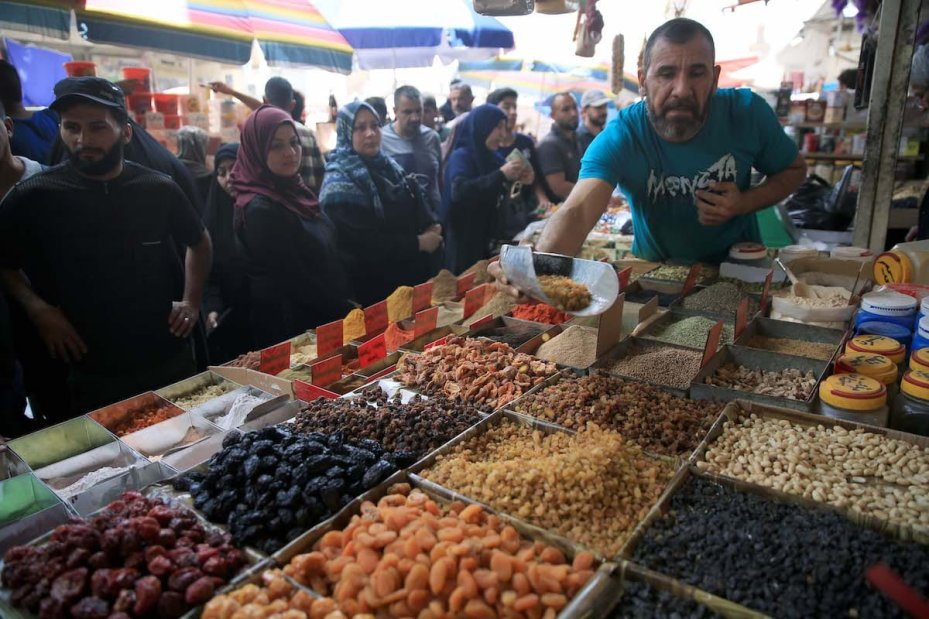 Iraqi Muslims shop at the Shorjah market ahead of Muslims' Holy Month of Ramadan in Baghdad, Iraq on May 04, 2019. ( Haydar Karaalp - Anadolu Agency )
