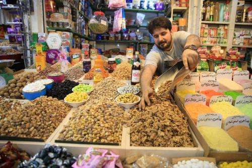 Iraqi Muslims shop at the Shorjah market ahead of Muslims' Holy Month of Ramadan in Baghdad, Iraq on 4 May 2019. [Haydar Karaalp - Anadolu Agency]