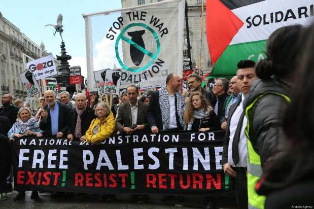 Palestinian activist Ahed Tamimi (7th L) attends a protest organised by the Stop the War Coalition and Palestine Solidarity Campaign in support of the Palestinian people on May 11, 2019 in London, England. [Tayfun Salcı / Anadolu Agency]