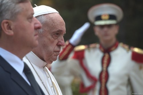 Pope Francis (2nd L) and President of North Macedonia Gjorge Ivanov (L) view the honour guards during the welcoming ceremony at the Presidential Palace in Skopje, North Macedonia on 7 May, 2019 [Nake Batev/Anadolu Agency]