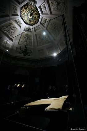 A view of Hirka-i Serif, a mantle which is one of the major relics left to Veysel Karani from Prophet Muhammed, after it was opened to visit on Islamic holy month of Ramadan at the Hirka-i Serif Mosque in Fatih district of Istanbul, Turkey on 10 May, 2019 [İsa Terli/Anadolu Agency]