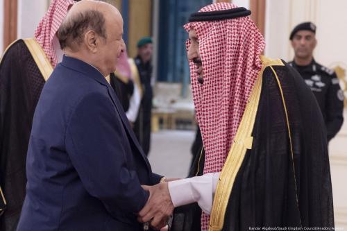 Saudi Arabia's King Salman Bin Abdulaziz Al-Saud (L) welcomes President of Yemen Abdrabbuh Mansur Hadi during an emergency Arab League Summit in Mecca, Saudi Arabia on 31 May 2019 [Bandar Algaloud/Saudi Kingdom Council/Anadolu Agency]