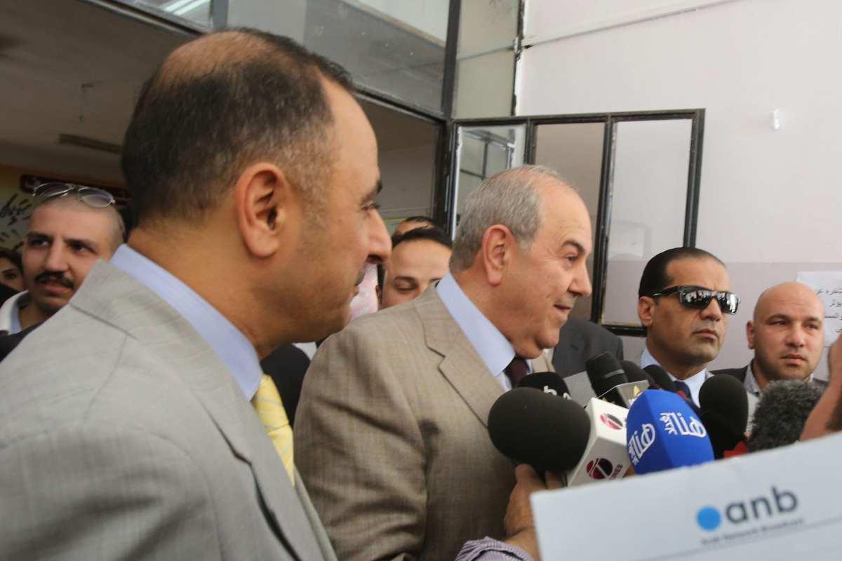 Iraqi politician Ayad Allawi speaks to the press at a polling station on 27 April 2014 in Amman, Jordan [Jordan Pix/ Getty Images]