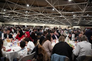 The Palestinian Forum in Britain (PFB) hosts an iftar for a thousand guests in London on 27 May, 2019 [Middle East Monitor]