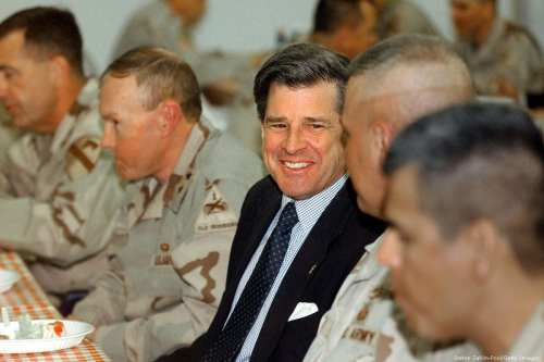 Paul Bremer, the former American diplomat, eats dinner with US soldiers from in Baghdad, Iraq on 2 April 2004 [Stefan Zaklin-Pool/Getty Images]