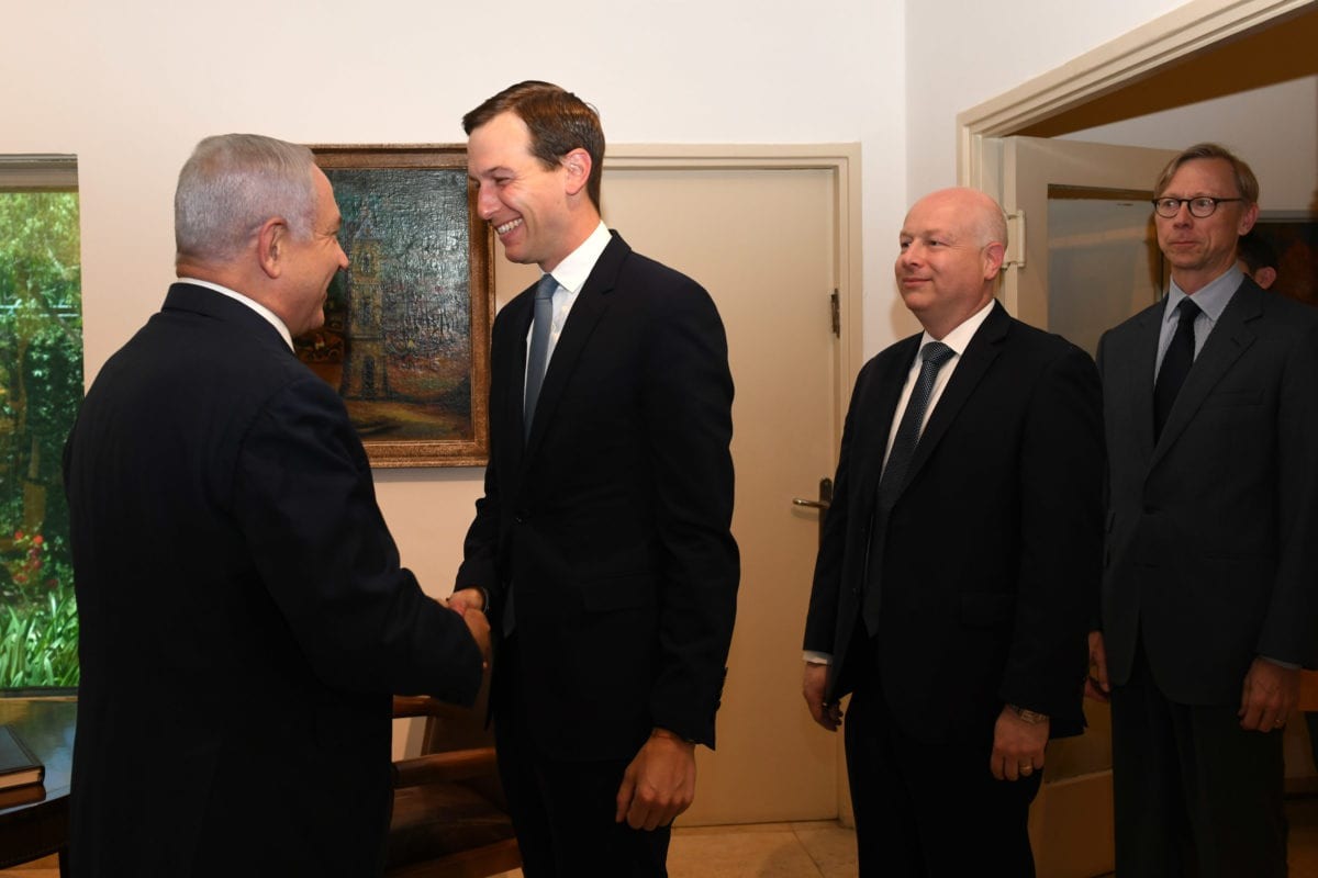 US president Donald Trump's senior adviser Jared Kushner (C) meets Israeli Prime Minister Benjamin Netanyahu (L) in West Jerusalem on May 30, 2019 [Kobi Gideon / GPO / Handout - Anadolu Agency]