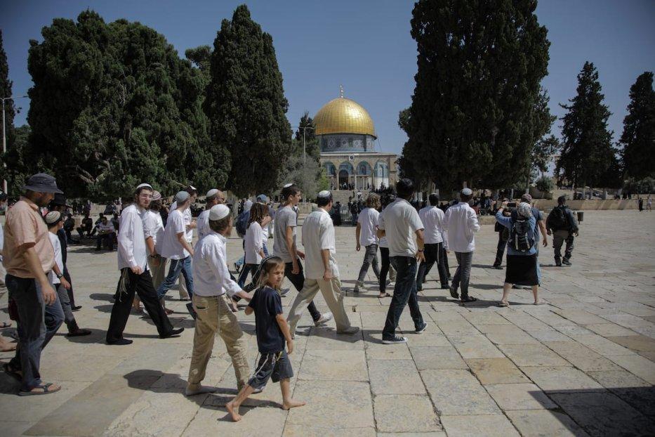 Fanatic Jews, under Israeli police protection, are seen as they raid Al-Aqsa Mosque Compound in Jerusalem on 2 June 2019. [Faiz Abu Rmeleh - Anadolu Agency]