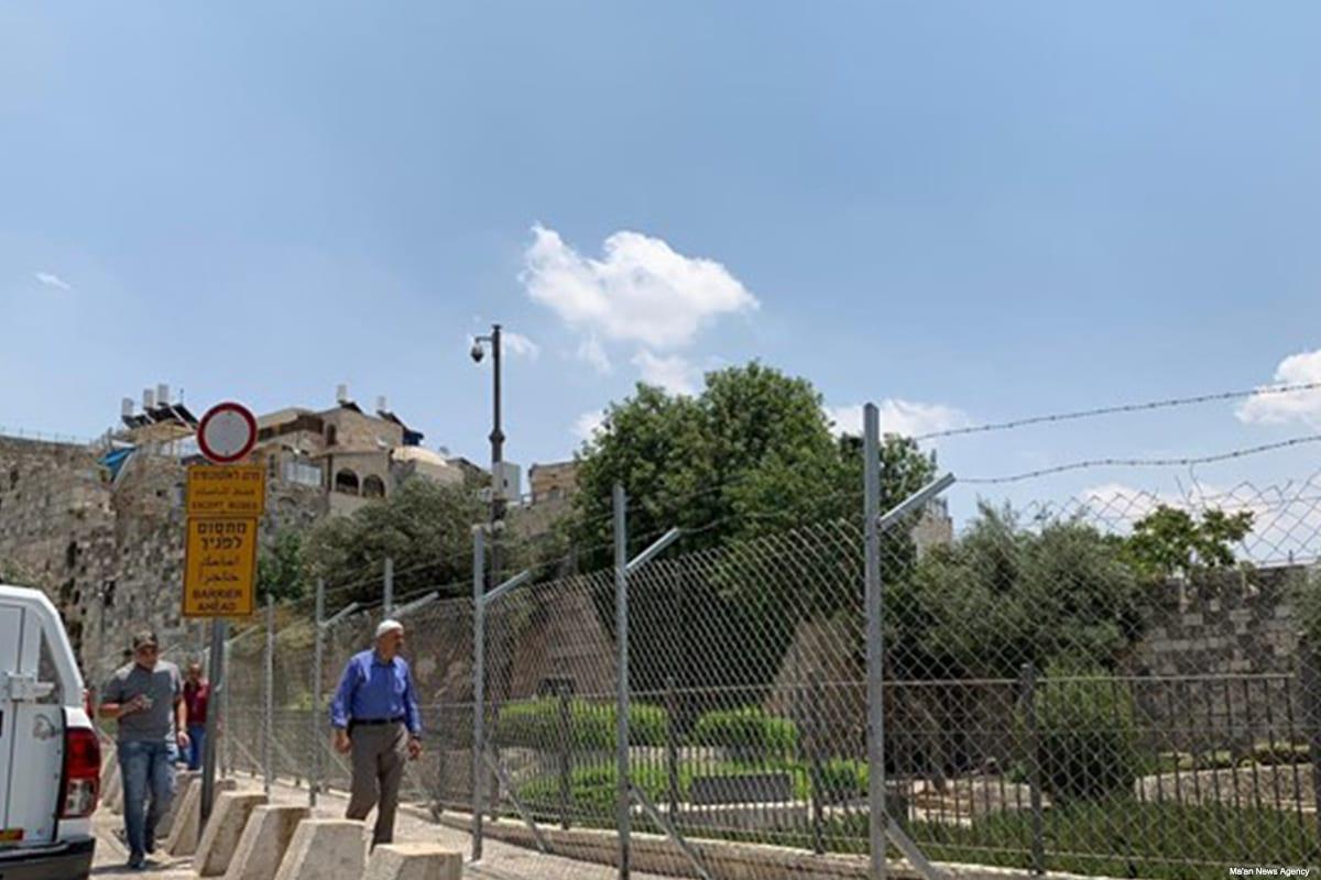 Israeli forces build a fence around Jerusalem's Damascus Gate