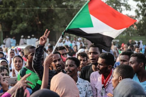 Sudanese people gather to celebrate the ongoing negotiations between Transitional Military Council and the Forces for Freedom and Change opposition alliance, in Khartoum, Sudan on 5 July 2019 [Mahmoud Hjaj / Anadolu Agency]