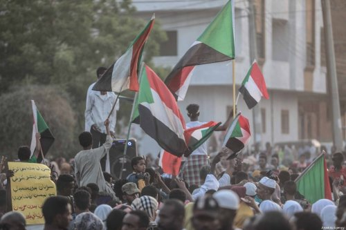 Sudanese people gather to celebrate the ongoing negotiations between Transitional Military Council and the Forces for Freedom and Change opposition alliance, in Khartoum, Sudan on 5 July 2019. [Mahmoud Hjaj - Anadolu Agency]