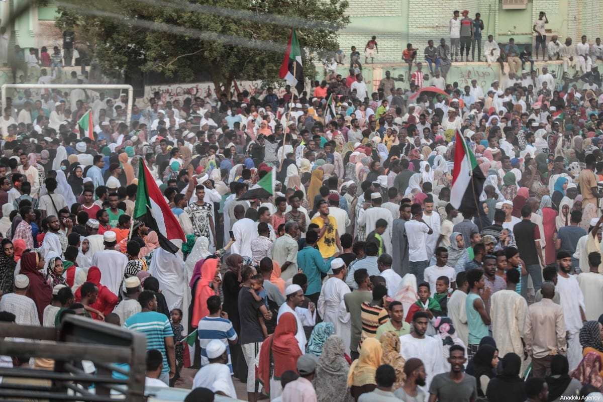 Sudanese people gather to celebrate the ongoing negotiations between Transitional Military Council and the Forces for Freedom and Change opposition alliance, in Khartoum, Sudan on July 05, 2019 [Mahmoud Hjaj / Anadolu Agency]