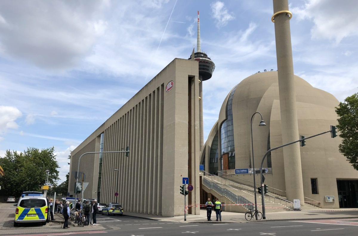 Police cordon off streets in the Ehrenfeld area of the city and evacuated the complex of Cologne Central Mosque following a bomb threat, sent via e-mail, in Cologne, Germany on 9 July 2019. [Mesut Zeyrek - Anadolu Agency]
