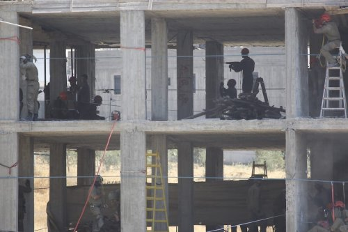 Israeli soldiers are seen as they place explosive substance at a building under construction in Wadi al-Hummus neighborhood of Sur Baher region of East Jerusalem on 22 July 2019. [ Issam Rimawi - Anadolu Agency ]
