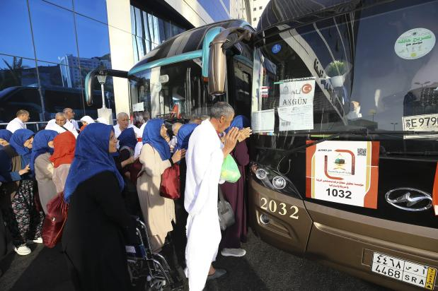Turkish pilgrims get on the bus to set off to Mount Arafat also known as Mount of Mercy (Jabal ar-Rahmah) in Mecca, Saudi Arabia on 9 August, 2019 [Halil Sağırkaya/Anadolu Agency]