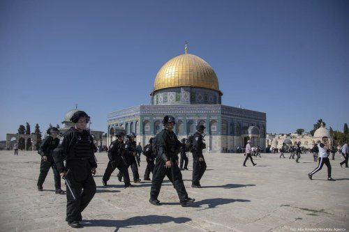 Israeli forces attack Palestinian worshipers, who wanted to stop fanatic Jews' raids, in Jerusalem's flashpoint Al-Aqsa mosque complex, injuring at least 37, in Jerusalem on 11 August 2019. [Faiz Abu Rmeleh - Anadolu Agency]