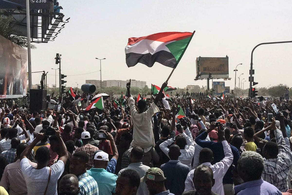 Sudanese people march towards military headquarters after the Sudanese Professionals Association's (SPA) call in Khartoum, Sudan on April 11, 2019. [Stringer/Anadolu Agency]