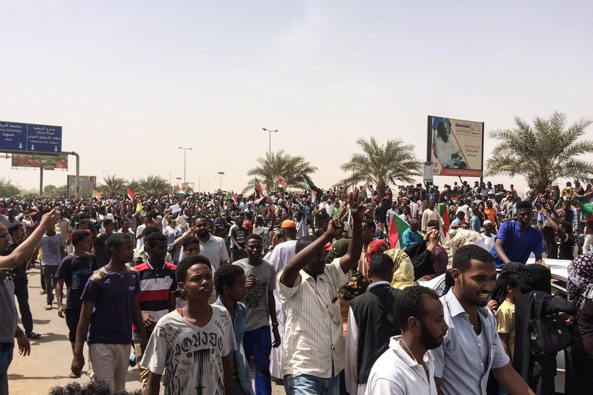 Sudanese people march towards military headquarters to stage a sit-in, in reponse to a call by the Sudanese Professionals Association's (SPA) in Khartoum, Sudan on April 11, 2019 [Stringer / Anadolu Agency]