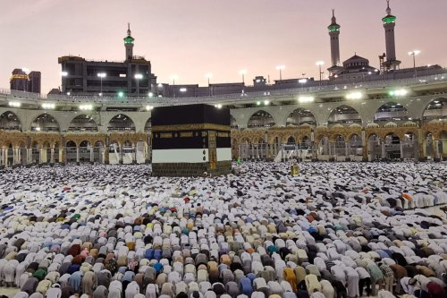 Muslims pray at the Grand Mosque during the annual Hajj pilgrimage in their holy city of Mecca, Saudi Arabia August 8, 2019. REUTERS/Waleed Ali - RC185FAF31A0