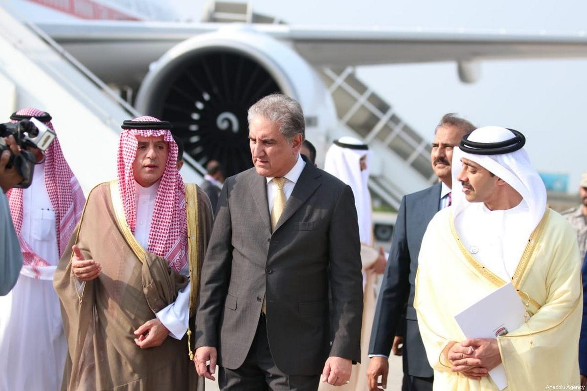 Pakistan's Foreign Minister, Shah Mehmood Qureshi (C) welcomes UAE Minister of Foreign Affairs and International Cooperation Sheikh Abdullah bin Zayed Al Nahyan (R) and Saudi Minister of State for Foreign Affairs Adel al-Jubeir (L) upon their arrival at Noor Khan Airbase in Islamabad on September 04, 2019 [Foreign Ministry of Pakistan/Handout - Anadolu Agency]