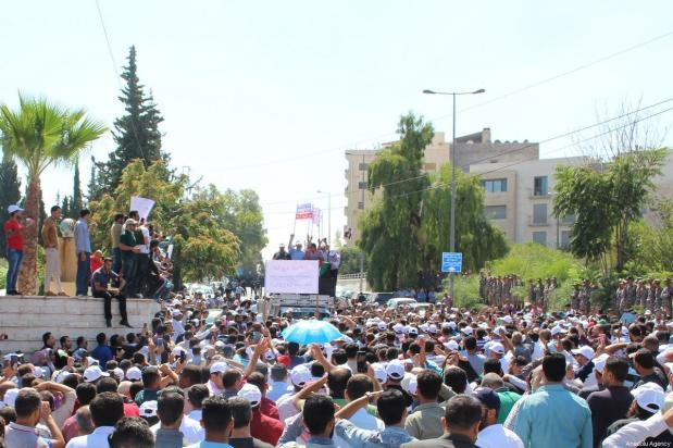 Thousands of Jordanian teachers gather near government headquarters, during a protest demanding a 50% hike in their salaries in Amman, Jordan on September 05, 2019 [Laith Joneidi / Anadolu Agency]
