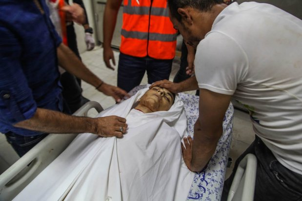 Relatives mourn for Ali Sami Aska Al-Ashqar who was killed by Israeli forces during the Great March of Return' demonstration at the Gaza Border, at Indonesian hospital in Beit Lahia, Gaza on 6 September 2019. [Ramez Habboub - Anadolu Agency]