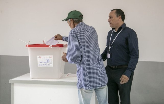 A voter casts his vote at a polling station during the first round of presidential elections in Tunis, Tunisia on September 15, 2019. ( Nacer Talel - Anadolu Agency )