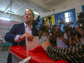 Presidential candidate Youssef Chahed casts his vote at a polling station in the first round of presidential elections in Tunis, Tunisia on September 15, 2019. ( Stringer - Anadolu Agency )