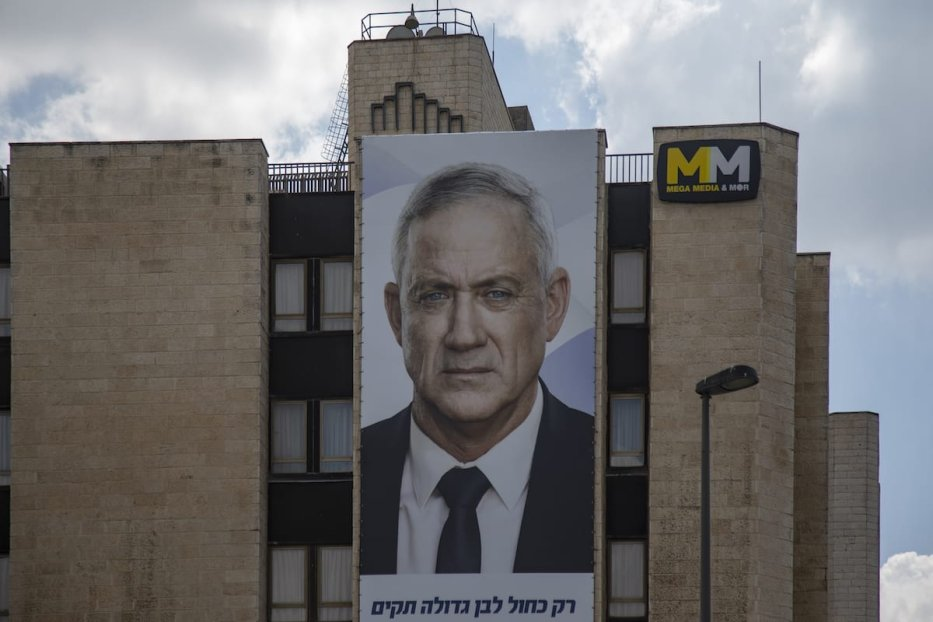 An election poster of Benny Gantz is seen ahead of the General elections in Jerusalem on 16 September 16, 2019. [Faiz Abu Rmeleh - Anadolu Agency]