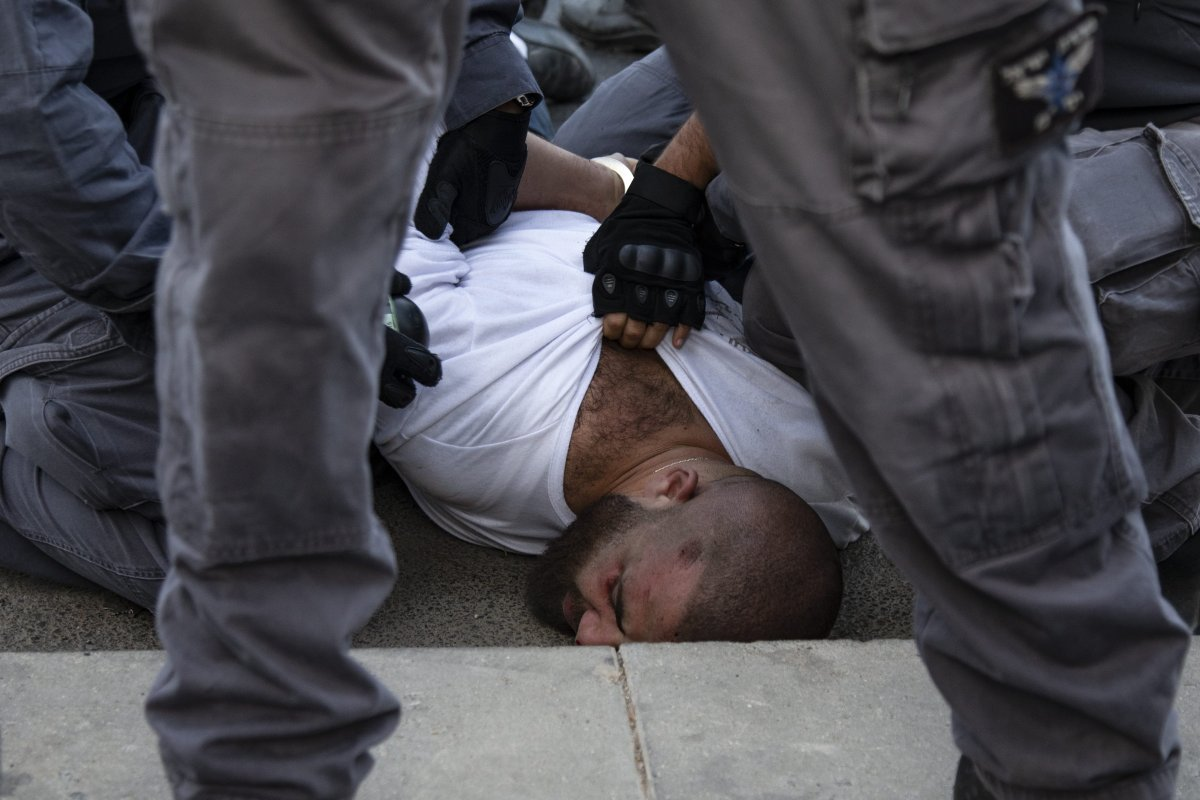 Israeli forces brutally arrest a Palestinian man in Jerusalem on 1 October 2019 [Faiz Abu Rmeleh/Anadolu Agency]