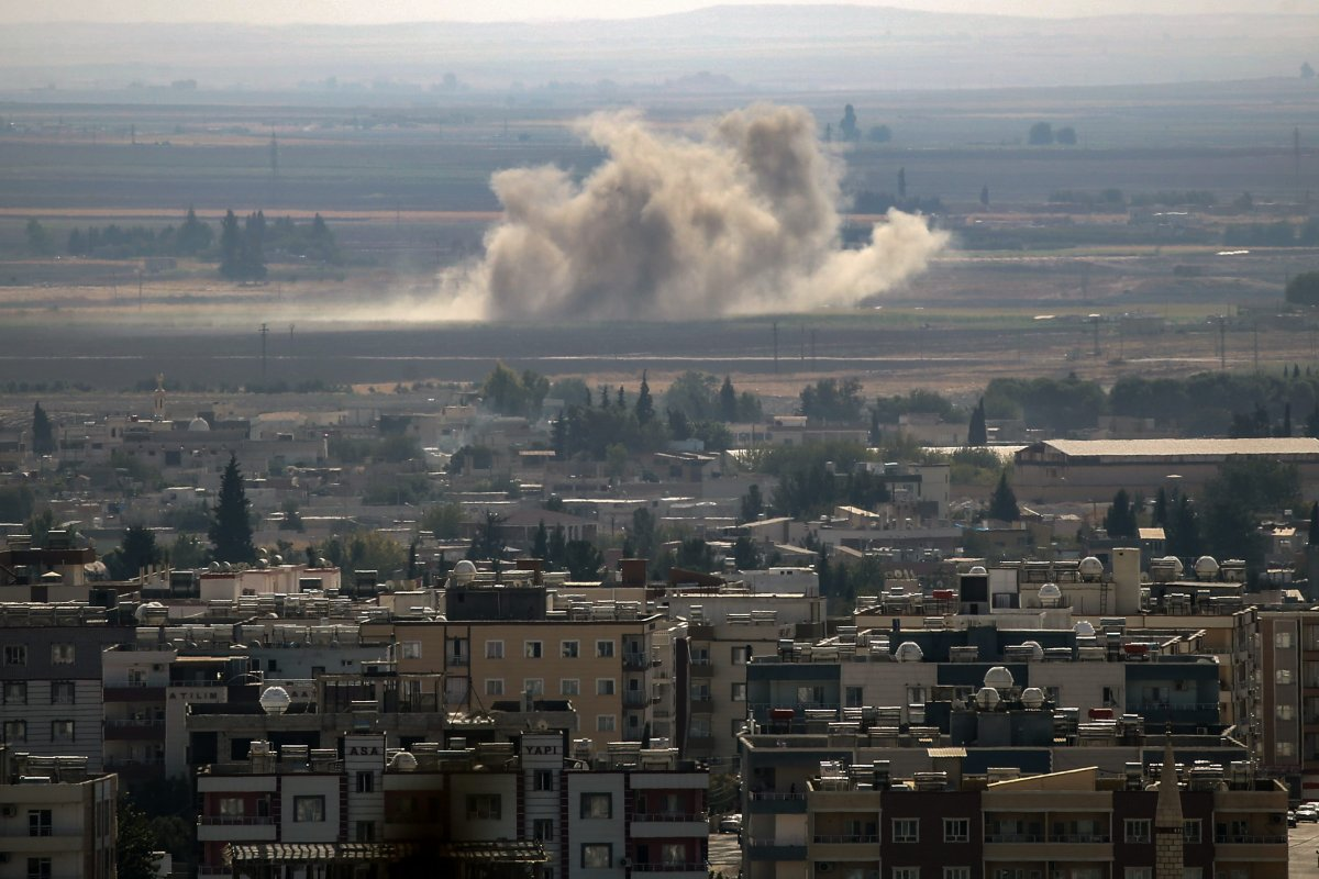 A photo taken from Turkey's Sanliurfa province, shows smoke rising after Turkish Armed Forces hit targets in Rasulayn town as part of the Turkey's Operation Peace Spring on October 13, 2019 [Arif Hüdaverdi Yaman/Anadolu Agency]