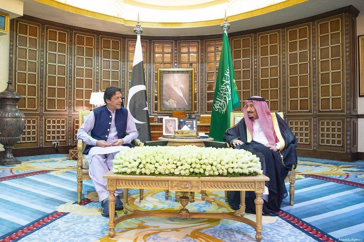 xPakistani Prime Minister Imran Khan (L) meets with Saudi Arabian King Salman bin Abdulaziz al-Saud (R) as part of his visit to defuse Saudi-Iran tension in Riyadh, Saudi Arabia on October 15, 2019. [Bandar Algaloud/Saudi Kingdom Council/Handout - Anadolu Agency]