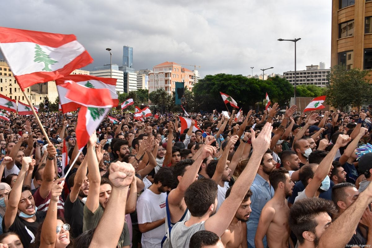 Lebanese demonstrators protest against dire economic conditions and new tax regulations in Beirut, Lebanon on 18 October 2019 [Mahmut Geldi/Anadolu Agency]