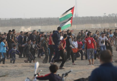 Palestinians gather at the separation fence for the Great March of Return on 8 November 2019 [Mohammed Asad/Middle East Monitor]