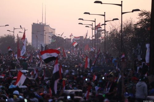 Protestors attend ongoing anti-government demonstrations in Iraq's capital Baghdad on November 01, 2019 [Murtadha Sudani / Anadolu Agency]