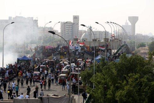 Iraqi demonstrators gather at Khilani Square and Sanak Bridge, near Tahrir Square of Baghdad, as anti-government protests continue in Baghdad, Iraq on 17 November, 2019 [Murtadha Sudani/Anadolu Agency]