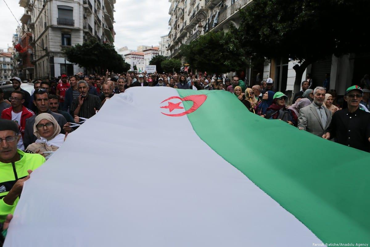 Thousands of Algerians take part in an anti-government demonstration against Bouteflika regime figures in Algiers, Algeria on 5 November, 2019 [Farouk Batiche/Anadolu Agency]